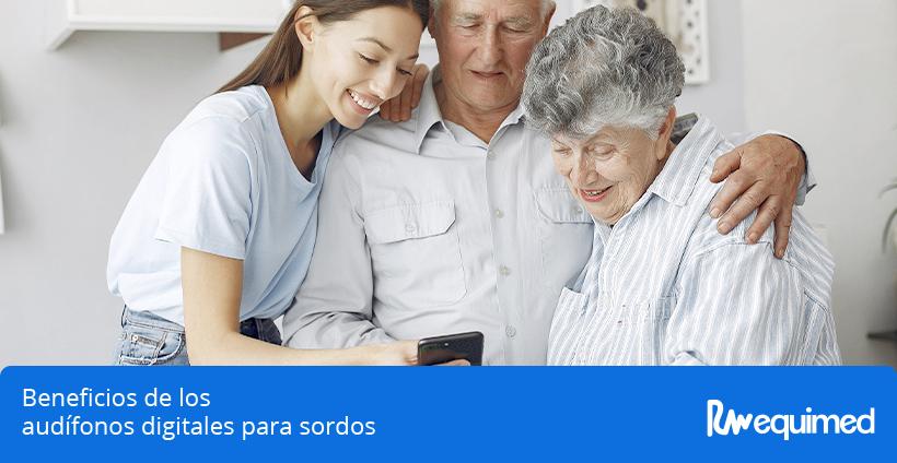 papá con audifonos digitales para sordos y familia